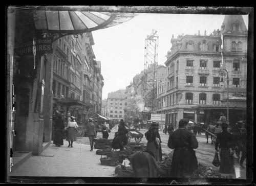 Genève, place du Molard et rue du Marché: jour de marché