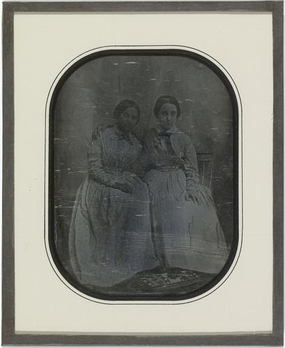 Portraits d'Amélie de Traz et d'Hilda Eynard