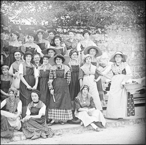 Genève, fêtes du Centenaire: groupe des lavandières