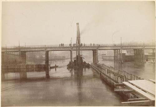Genève, pont de la Coulouvrenière: chantier fluvial