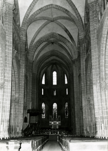 Genève, cathédrale Saint-Pierre: intérieur (la nef avec au fond l'orgue de remplacement pendant le montage des nouvelles grandes orgues)