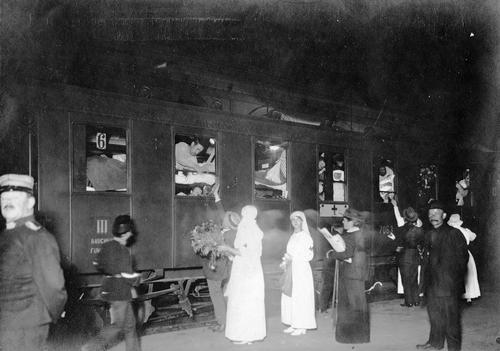 Genève, gare Cornavin: train de grands blessés français