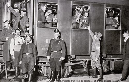 Genève, Cornavin: passage d'un train de sanitaires et de grands blessés français