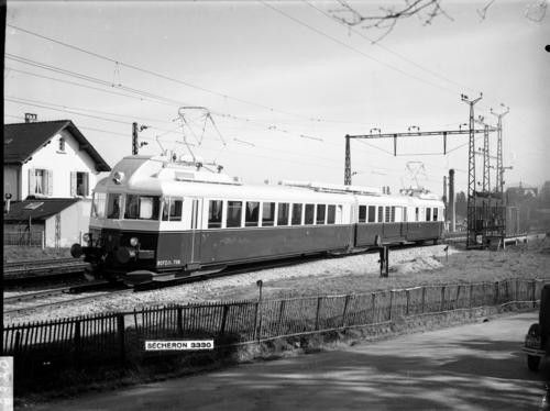 Versoix, automotrice de la ligne Berne/ Neuchâtel