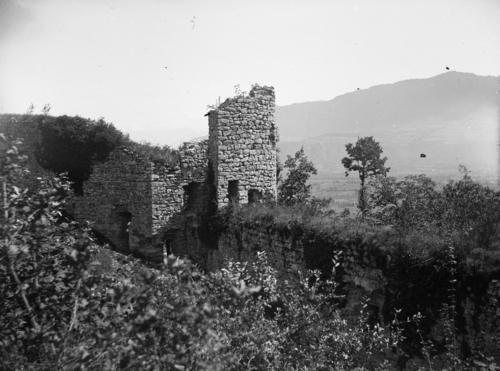 Haute-Savoie, les Allinges: château vieux (tour à l'extrémité orientale)