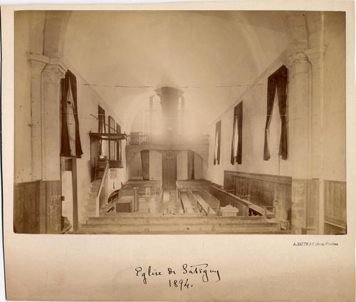Satigny, route de Champvigny: le temple vue de l'intérieur avant restauration en direction de l'entrée