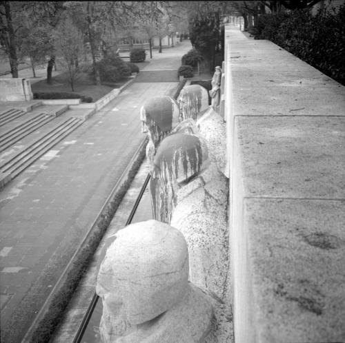 Genève, promenade des Bastions: le monument de la Réformation vandalisé avec de la peinture
