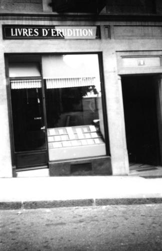 Genève, rue Verdaine: la devanture de la librairie Droz