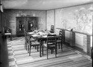 Henri-Paul Boissonnas (Genève, 24/06/1894 — Zurich, 06/08/1966), photographe, Henri Percival Pernet (Ormont-Dessus, 1890 — Thônex, 1977), auteur du décor, Antoine Leclerc (1874 — 1963)