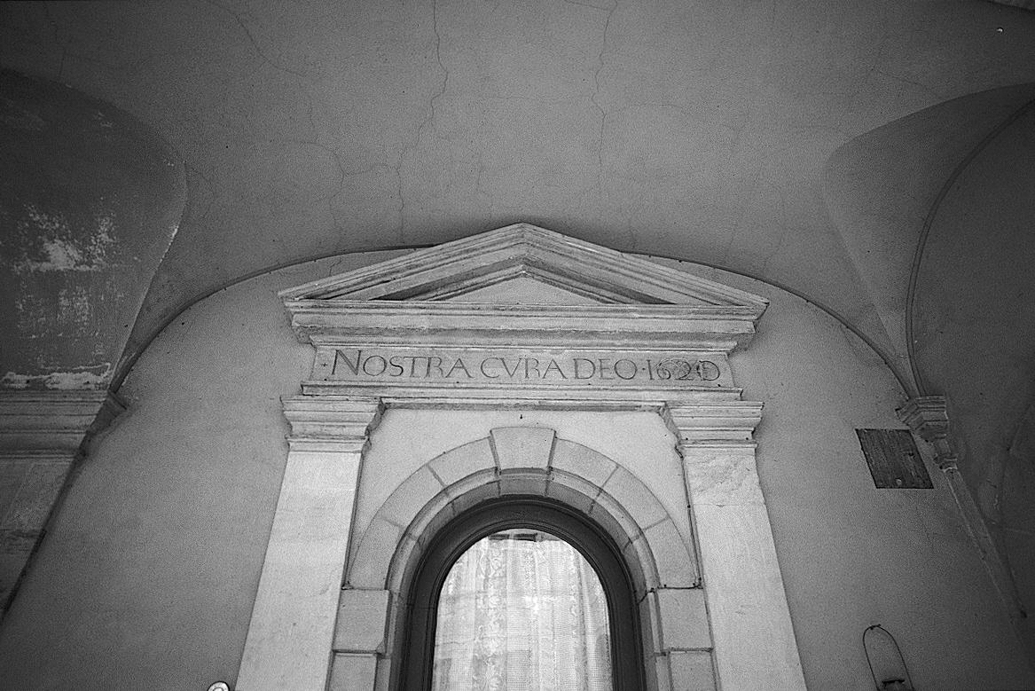 Genève, maison Turrettini: cour principal, porte d'accès