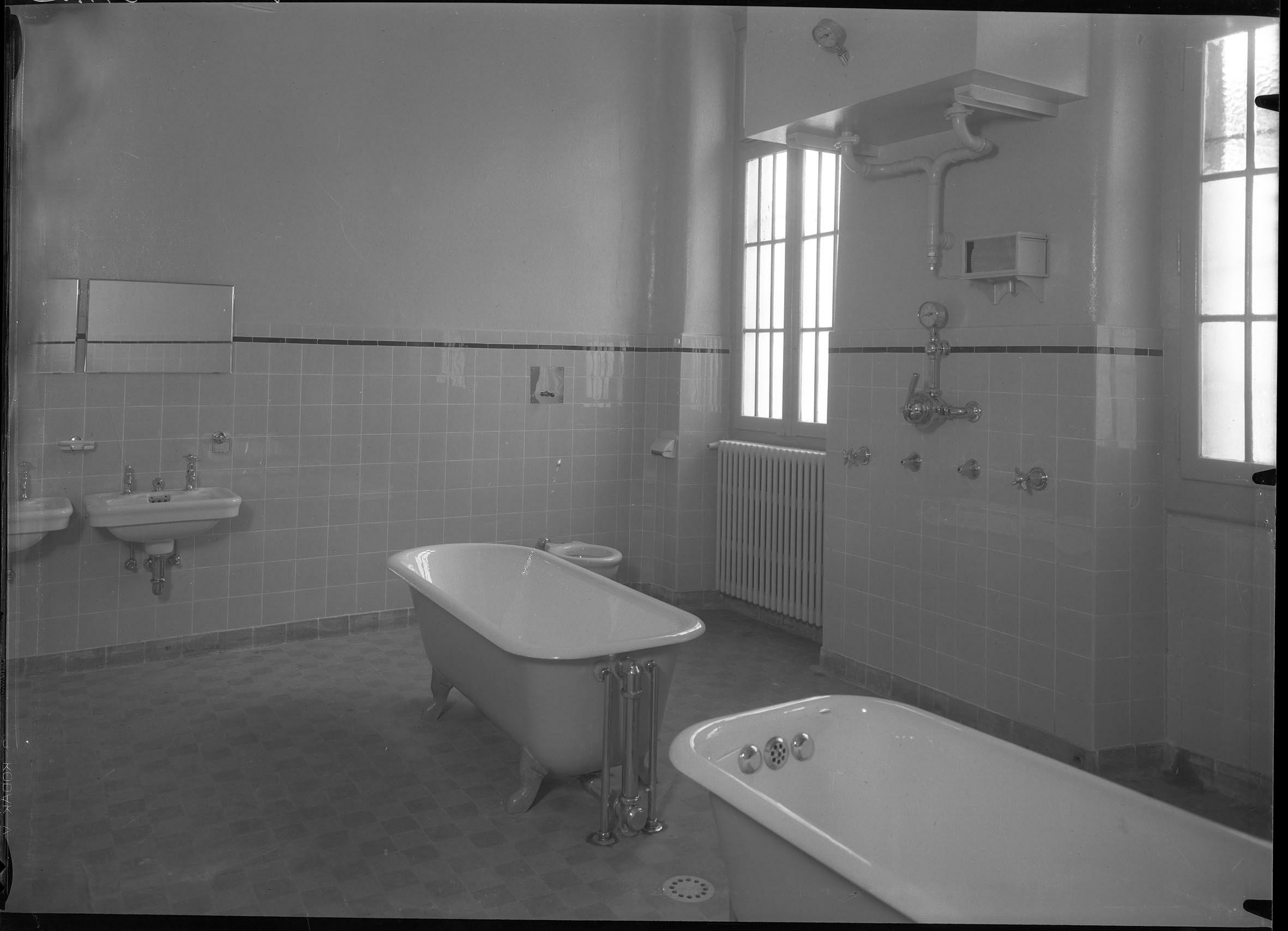 Thônex, clinique de Belle-Idée, alors asile de Bel-Air: salle de bains