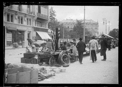 Genève, rue Henri-Dunant: marché aux puces