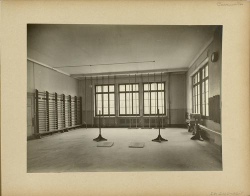 Genève, boulevard Emile-Jaques-Dalcroze: école primaire des Casemates