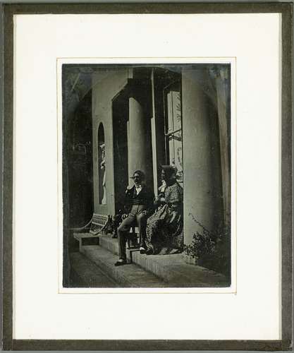 Portrait en pied de Jean-Gabriel et Anna Eynard sur la terrasse de Beaulieu