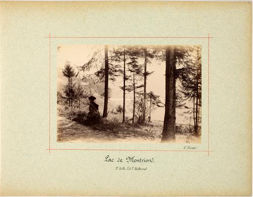 Montriond, femme assise au bord du lac