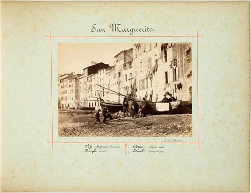 Italie, San Marguerito: façades du bord de mer et bateaux de pêche