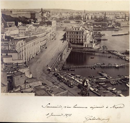 Naples, le port et la ville