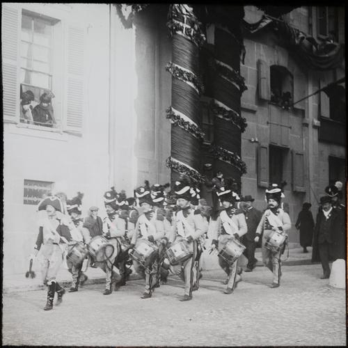 Genève, fêtes du Centenaire: les grenadiers