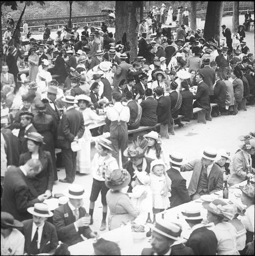 Genève, fêtes du Centenaire: banquet populaire à la Treille