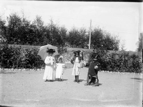 Vernier, route de Vernier: enfants