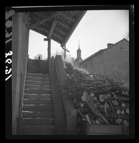 Hermance, escalier d'une maison près de l'église
