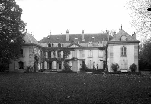 Vernier, rue du Village: maison Naville