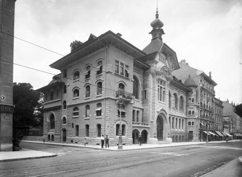Genève, rue de Carouge: salle communale de Plainpalais