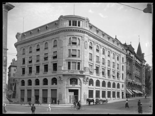 Genève, la rue de la Corraterie et le début de la rue de la Confédération