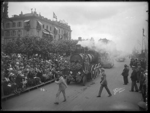 Genève, quai du Mont-blanc: fête des fleurs (locomotive)