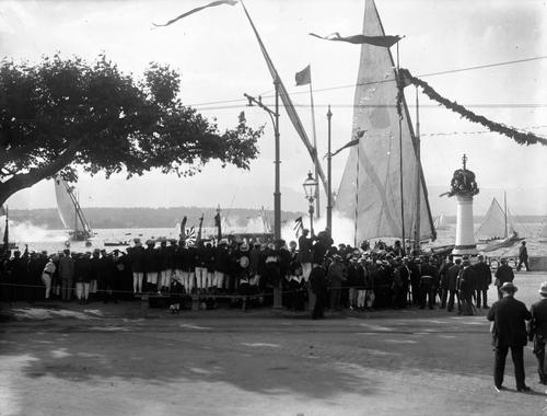 Cologny, port Noir: fêtes du Centenaire (arrivée d'une barque lémanique avec des contingents suisses)