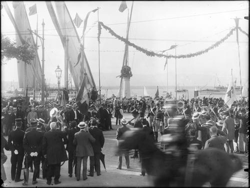 Cologny, port Noir: fêtes du Centenaire (débarquement des contingents suisses)