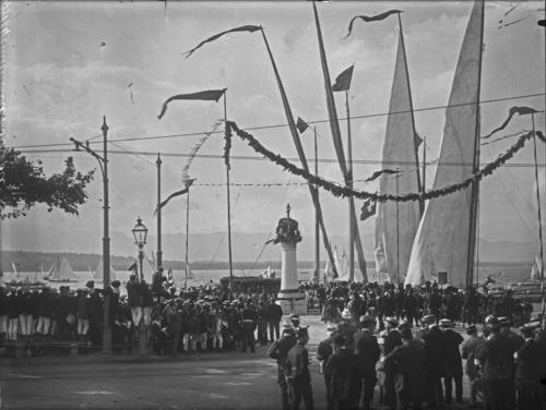 Cologny, fête du Centenaire: arrivée d'une barque des contingents suisses au port Noir