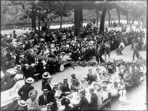 Genève, fête du Centenaire: banquet populaire à la Treille