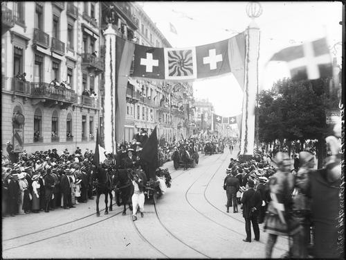 Genève, fêtes de 06.1914: cortège du festival (réformateurs et Escalade)