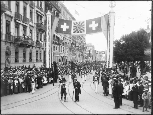 """Genève, fêtes du Centenaire: cortège de clôture (""""chasseurs"""")"""