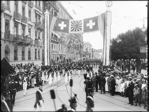 """Genève, fêtes du Centenaire: cortège de clôture (""""vieux grenadiers"""")"""