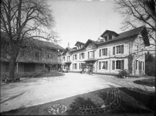 Genève, avenue de Châtelaine: école cantonale d'horticulture, bâtiment principal
