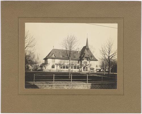 Chêne-Bourg, place Louis-Favre: l'école