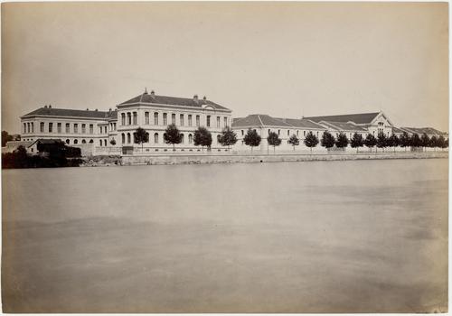 Genève, boulevard du Pont-d'Arve: l'école de médecine et les installations militaires de Plainpalais vues du côté de l'Arve