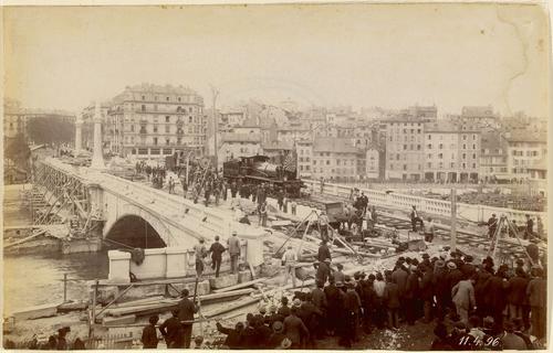 Genève, pont de la Coulouvrenière: essai de resistance avec deux locomotives