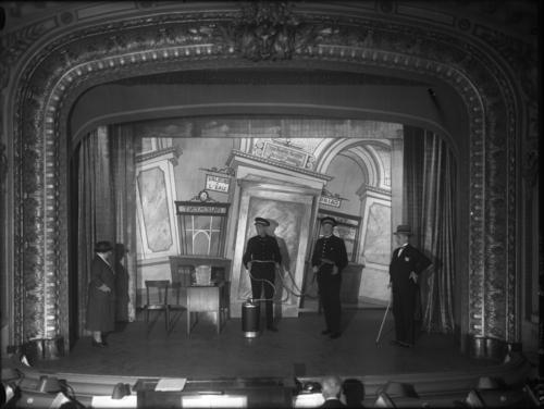 """Genève, rue de Carouge: revue """"ça désarme"""" au Casino-Théâtre"""