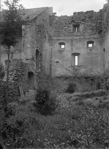 Haute-Savoie, Larringes: château (façade intérieure)