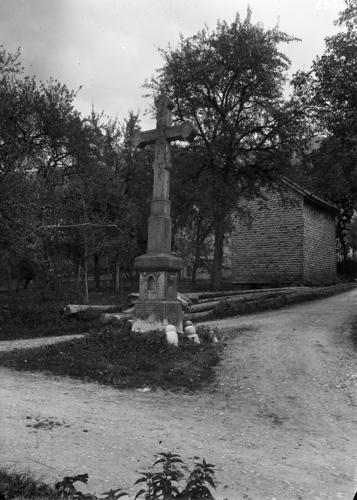 Haute-Savoie, Villard sur Boëge: croix monumentale