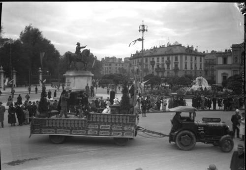 Genève, place de Neuve: char de la Société professionnelle de photographie