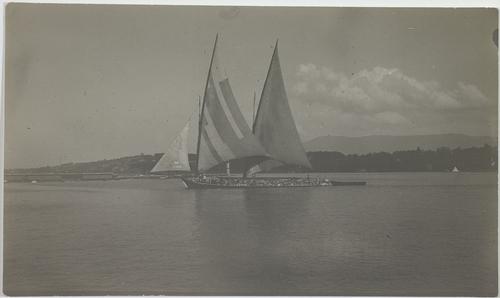 Genève, barque lémanique dans la rade