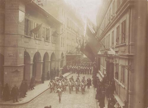 Genève, rue de l'Hôtel-de-Ville: centenaire de la Restauration de la République de Genève