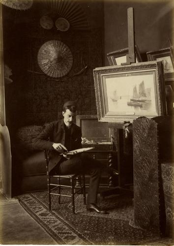 Portrait du peintre Edouard Brot dans son atelier