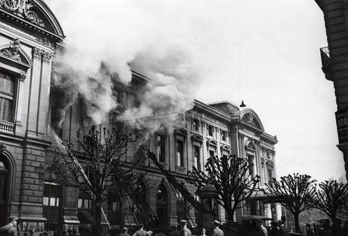 Genève, boulevard du Théa^tre: incendie du Grand Théâtre