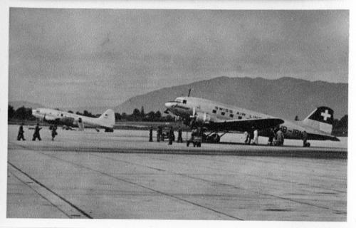 Meyrin, Cointrin: deux avions sur le tarmac de l'aéroport