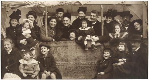 Au théâtre Guignol: la famille Boissonnas-Magnin